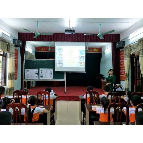 Phóng sự trên bản tin Việt Nam và Thế giới: Trường Tiểu học Trần Phú ứng dụng công nghệ thông tin giúp đổi mới phương pháp dạy học ( Kênh VTC 10 - Đài Truyền hình Kỹ thuật số VTC)