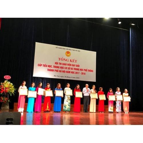 Cô giáo Đỗ Thị Mai Loan đạt giải Ba trong Hội thi giáo viên dạy giỏi bậc tiểu học cấp thành phố năm học 2017 - 2018