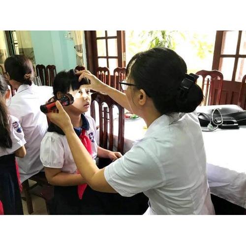 Khám sức khỏe định kỳ cho học sinh đầu năm học 2018 - 2019
