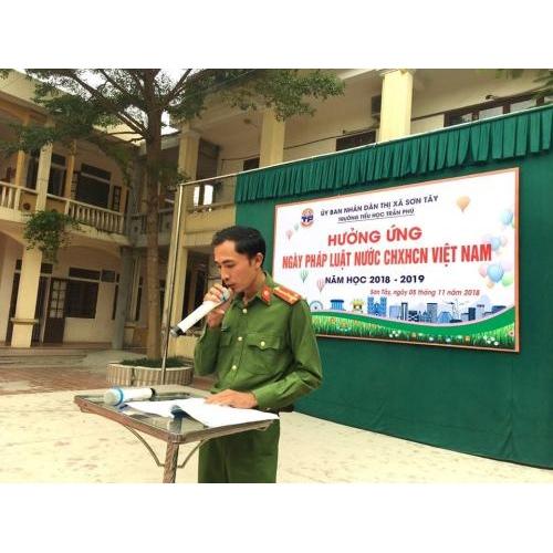 Lễ phát động 'Hưởng ứng ngày Pháp luật nước CH XHCN Việt Nam 9/11'