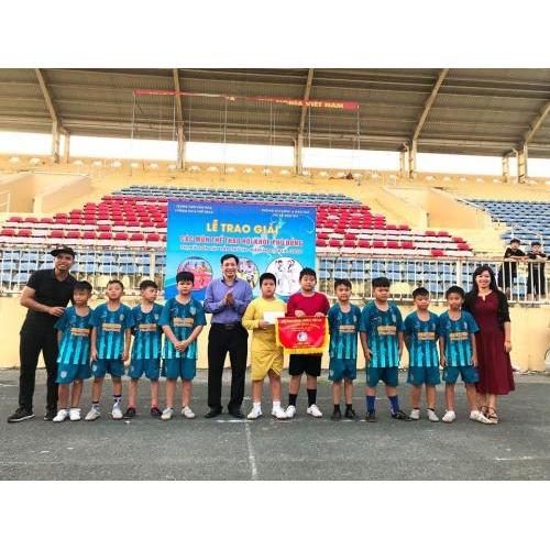 Đội tuyển bóng đá trường Tiểu học Trần Phú sôi nổi, hết mình cho Giải Bóng đá học sinh.