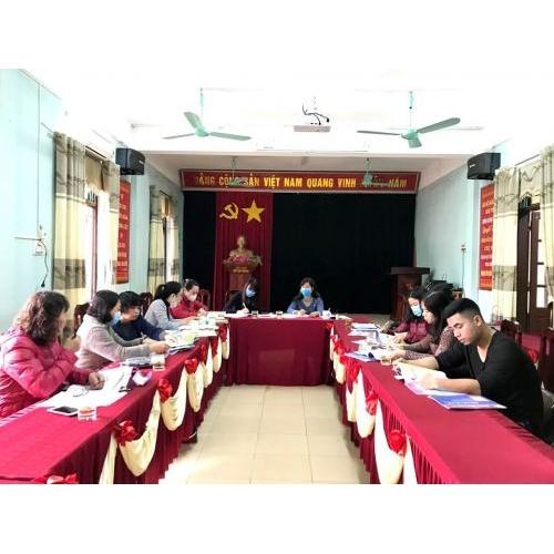 Trường Tiểu học Trần Phú tổ chức cho giáo viêndạy lớp 1 ở tất cả các bộ môn nghiên cứu, tìm hiểu, chia sẻ và tham gia đánh giá các bộ sách giáo khoa lớp 1