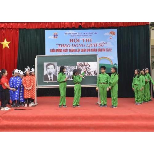 Hội thi 'Theo dòng lịch sử' chào mừng ngày thành lập Quân đội Nhân dân Việt Nam 22/12